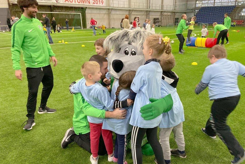Vilniuje vyko specialiųjų poreikių vaikų ir futbolininkų sporto šventė. Organizatorių nuotr.