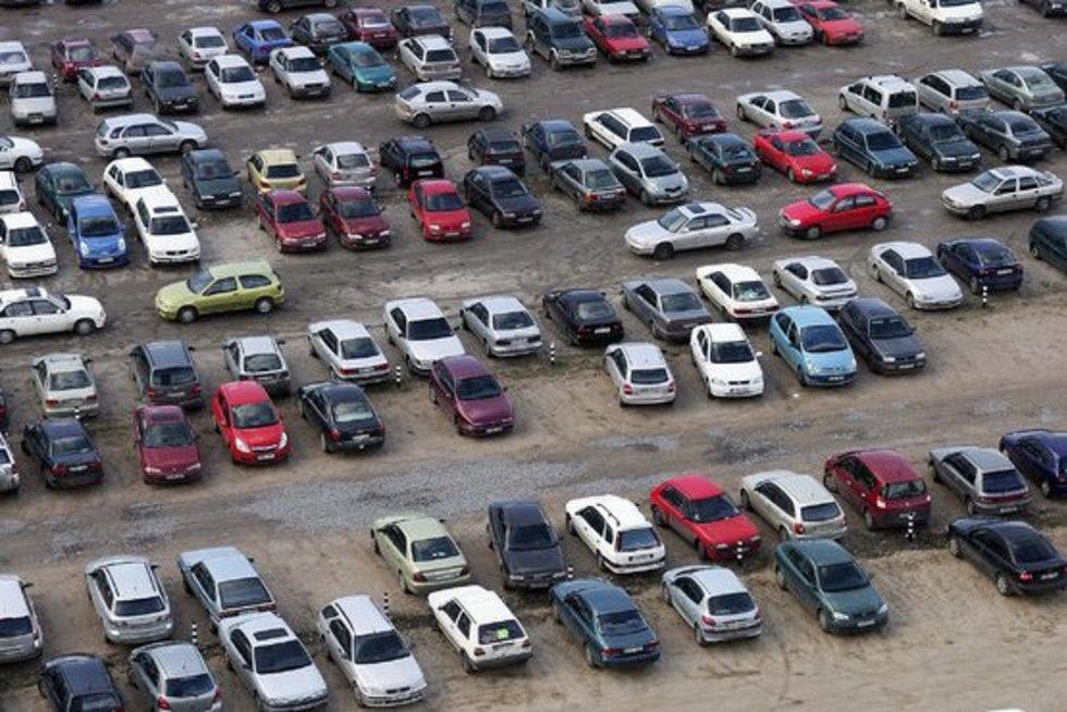 Automobilių turgus (nuotr. BFL)