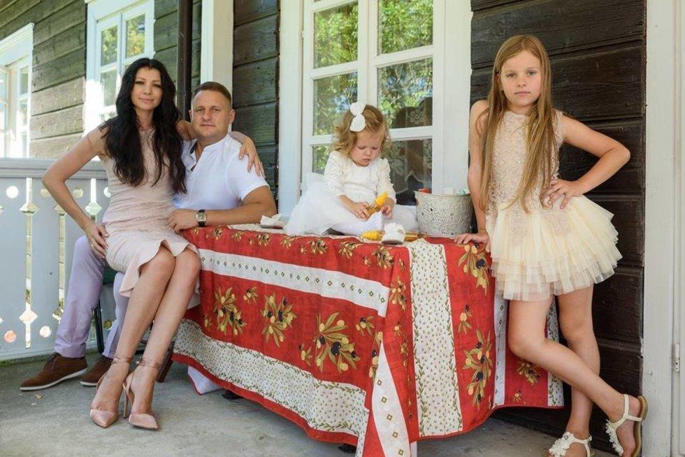 """Andriaus Rimiškio šeima (nuotr. asmeninio albumo (""""Facebook"""")"""