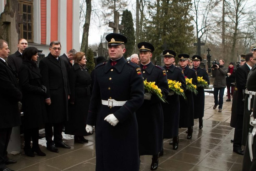 Vilniaus Rasų kapinėse pagerbti Nepriklausomybės Akto signatarai (nuotr. Balsas.lt/Ruslano Kondratjevo)