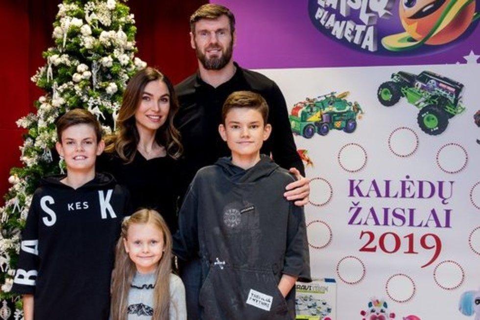 Kšištofas ir Tatjana Lavrinovičiai su vaikais (nuotr. Organizatorių)