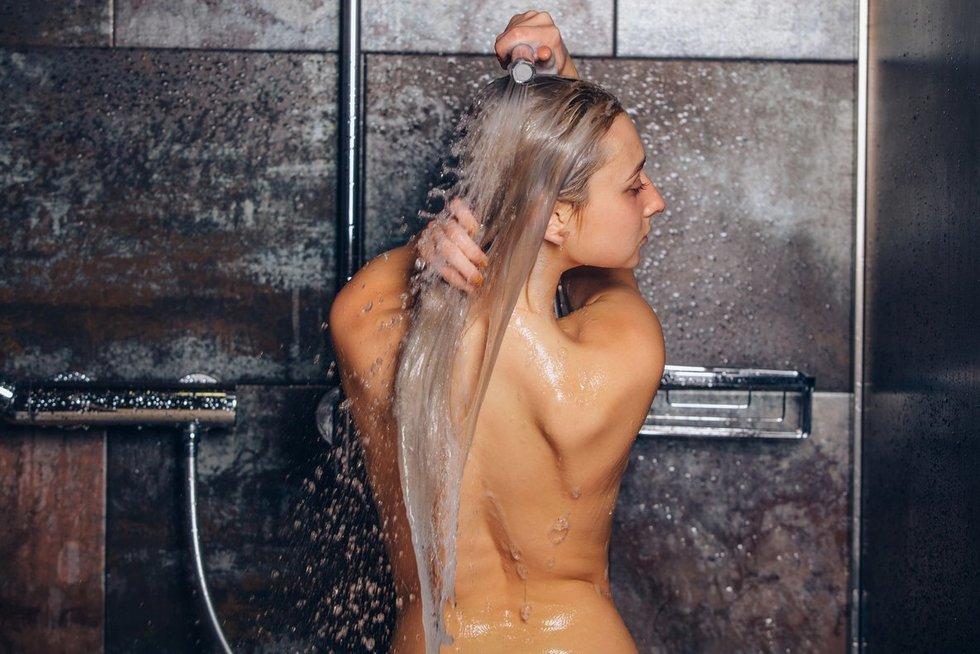 Svarbu - teisingas plaukų plovimas (nuotr. Fotolia.com)
