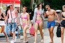 Pusnuogės gražuolės užplūdo Palangą: seksualumui ribų nėra