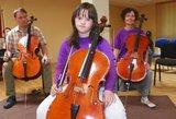 """Dauno sindromą turinti violončelininkė muziką apibendrina žodžiu """"myliu"""""""