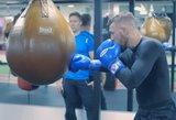 Vaizdo įraše – Conoro McGregoro pasiruošimas bokso kovai prieš F. Mayweatherį