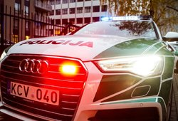 Nelaimė Kaune – vyrą nutrenkė, kol taisė automobilį šalikelėje