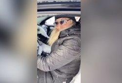 Grįžusi į automobilį moteris nustėro: suprato padariusi milžinišką klaidą