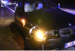 Krauju paženklintas vakaras Šiaulių rajone: BMW vairuotojas apie partrenktą žmogų suprato ne iš karto