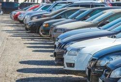 Lietuviai negali be automobilių ir už tai moka bene daugiausia Europoje
