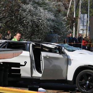 Iš prekybos centro aikštelės su BMW nukritusios moters advokatas: ji iki šiol neatsimena, kas nutiko