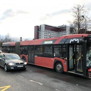 Košmaras Vilniuje: nevaldomas autobusas lėkė į stotelėje laukiančius žmones