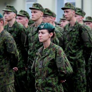 Savanore į kariuomenę užsirašiusi lietuvė išgirdo: turi operuotis krūtis