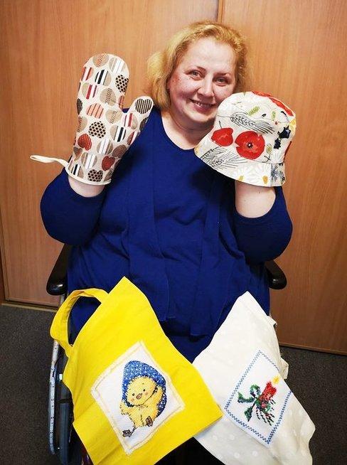 Svetlana savo rankdarbių buvo atsinešusi į Lietuvos neįgaliųjų draugiją.