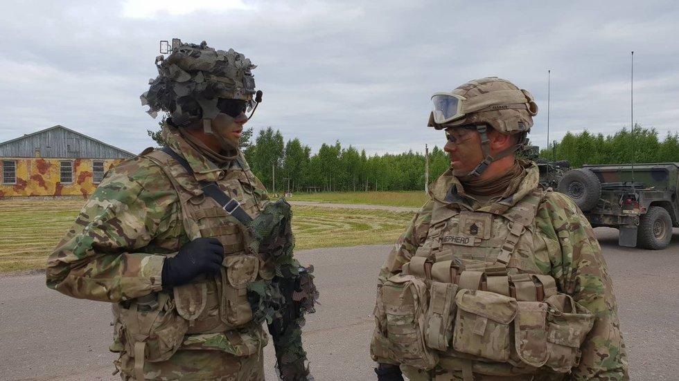 Į Lietuvą atvyko JAV kariai: kolonos pasiekė Kazlų Rūdą