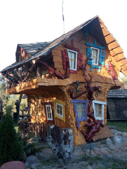 Pavelas savo dukroms pastatė tikrą raganų namelį