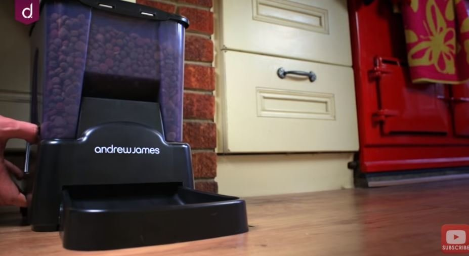 Andrew James Automatic Pet Feeder (nuotr. YouTube)