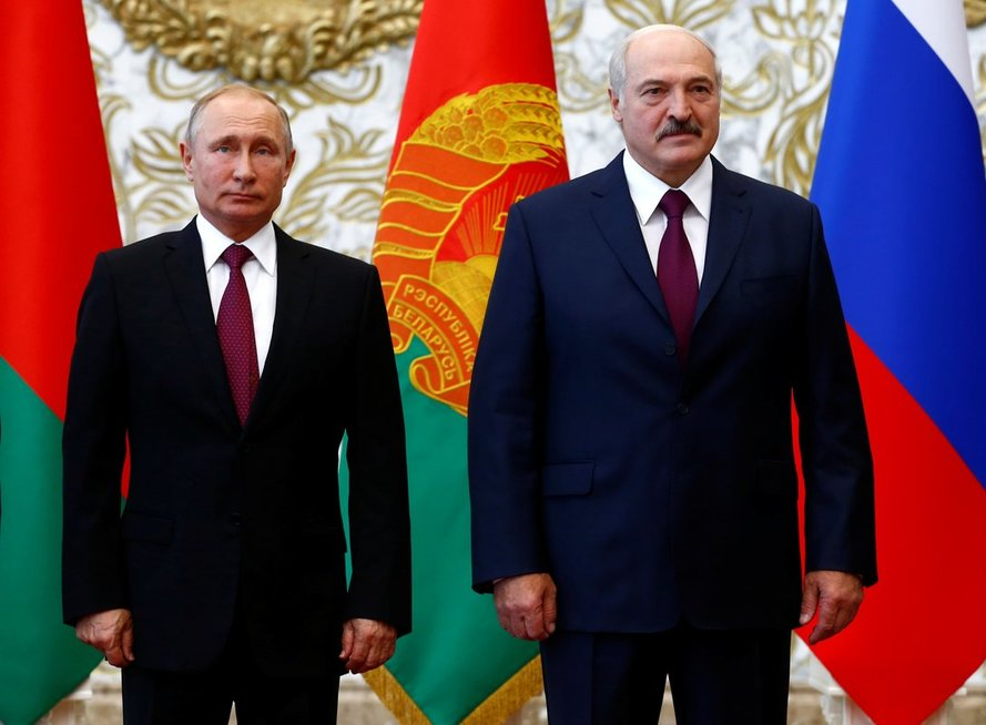 A. Lukašenka jaučiasi atsidūręs fronte: jeigu dabar neišgyvensime, į mus šluostysis kojas ar aneksuos (nuotr. SCANPIX)