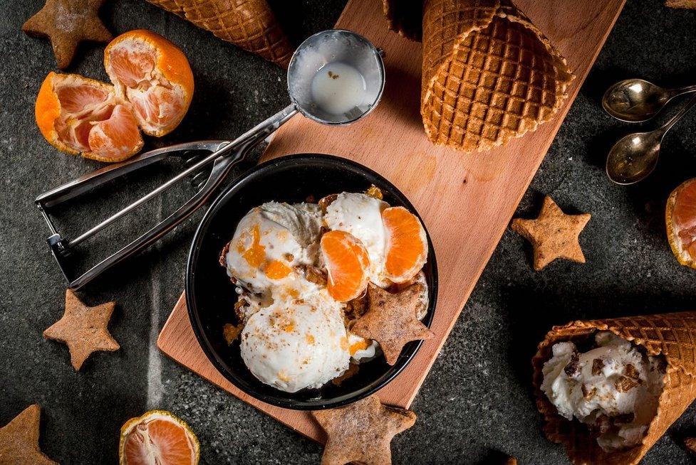 Naminiai ledai su mandarinais. Shutterstock nuotr.
