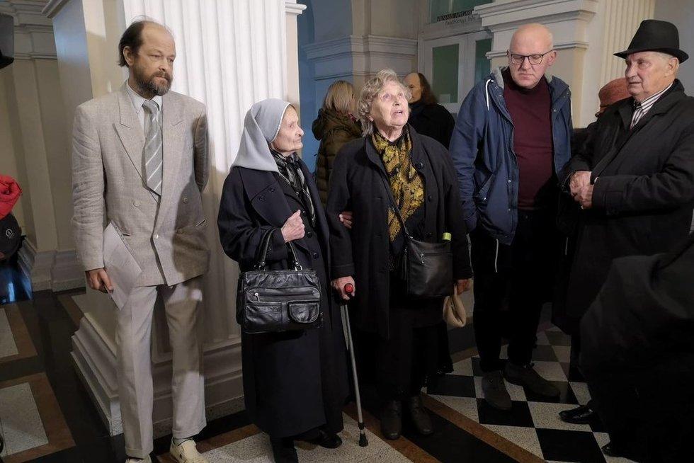 Venckienė šalininkai teisme (nuotr. Fotodiena/Justino Auškelio)