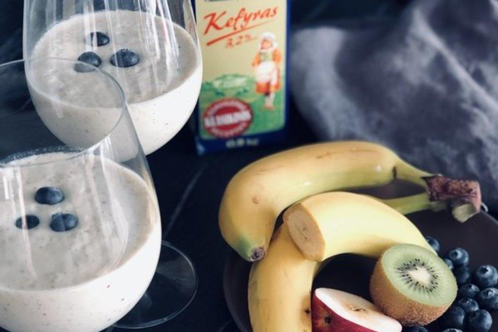 Gyvenkime sveikiau vaisių ir kefyro kokteilis