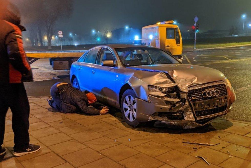 "Elektromobilis nepraleido ""Audi""  (nuotr. tv3.lt)"