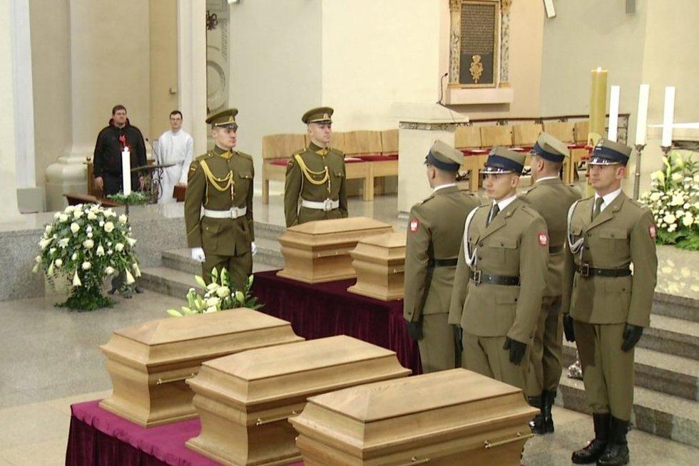 Sukilėlių pagerbimo ir laidojimo ceremonija (nuotr. stop kadras)
