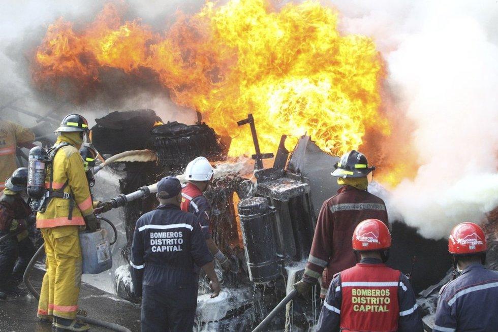 Benzinvežio avarija (nuotr. SCANPIX)