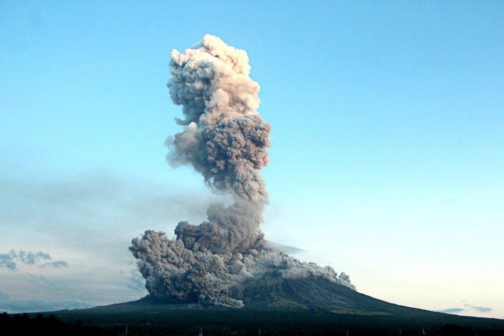Įspūdingas ugnikalnio išsiveržimas Filipinuose (nuotr. Vida Press)
