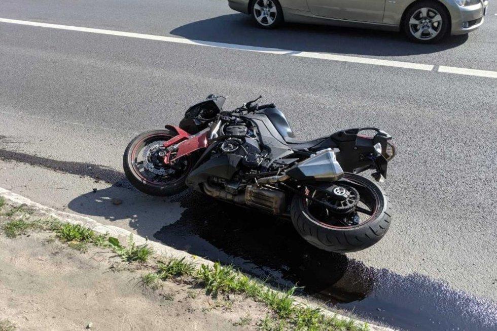 Vilniuje susidūrė automobilis ir motociklas: prireikė skubios medikų pagalbos (nuotr. Broniaus Jablonsko)