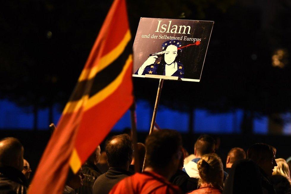 Vokietijoje praūžė antiislamistų protestas prieš pabėgėlius (nuotr. SCANPIX)