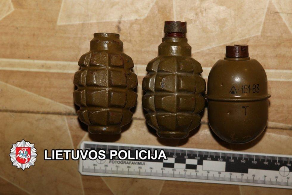 Didelį kiekį sprogmenų turėjęs šiaulietis kalės ketverius metus (nuotr. Lietuvos policija)