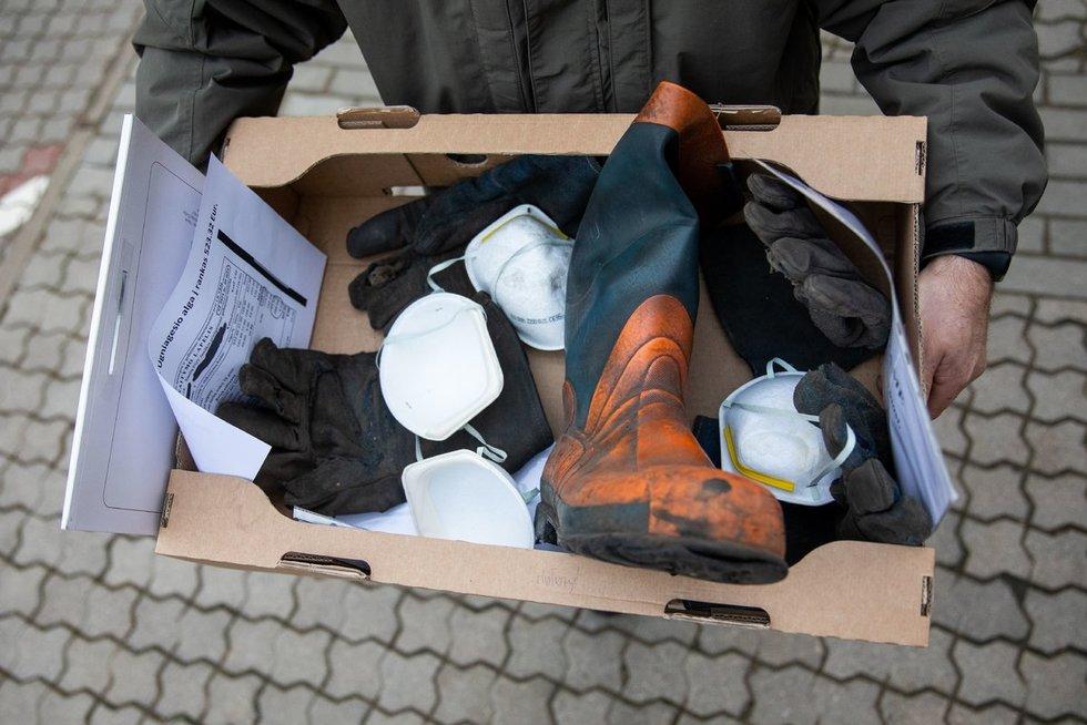 Pareigūnų profesinė sąjunga Seimo nariams įteikė naudotų batų ir pirštinių (Irmantas Gelūnas/Fotobankas)