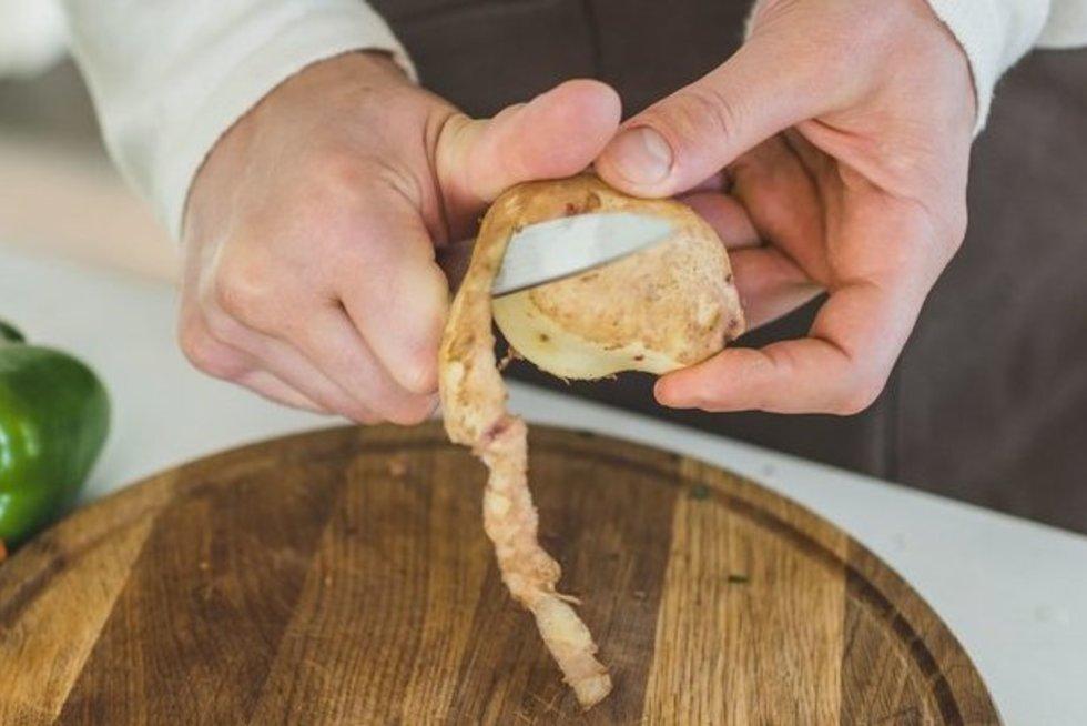 Bulvių lupenos gali būti itin naudingos  (nuotr. 123rf.com)