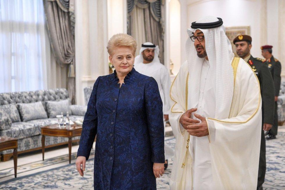 Abu Dabyje – Dalios Grybauskaitės kelionė šeicho visureigiu (nuotr. Roberto Dačkaus)