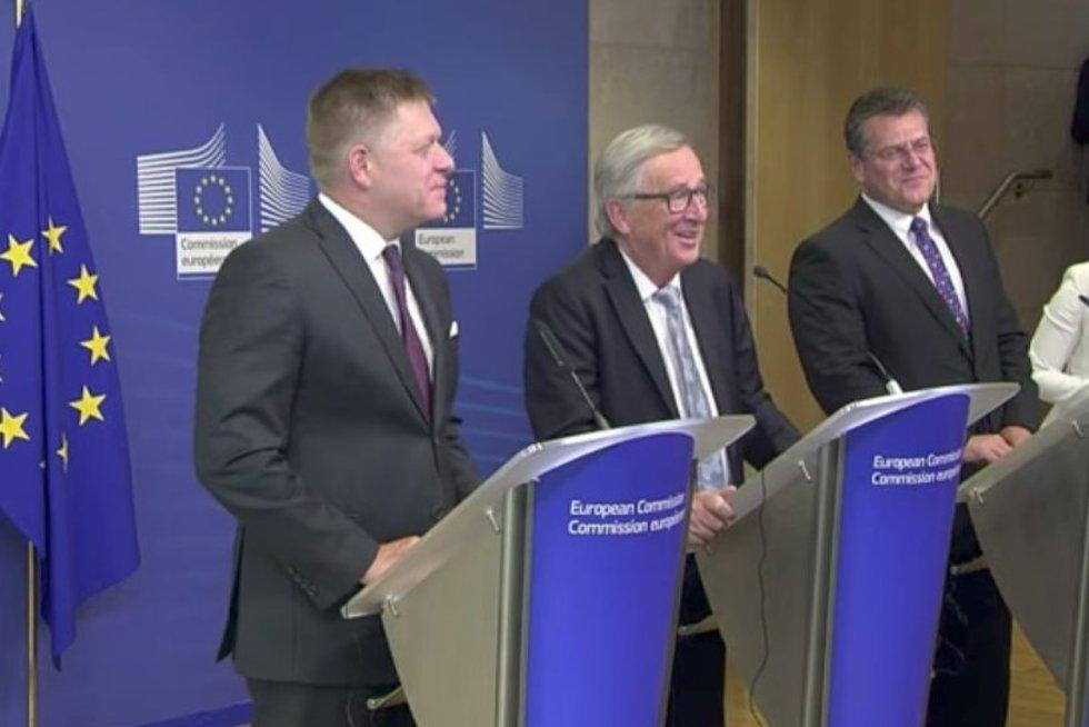 Europos Komisijos pirmininko spaudos konferenciją pertraukė netikėtas skambutis