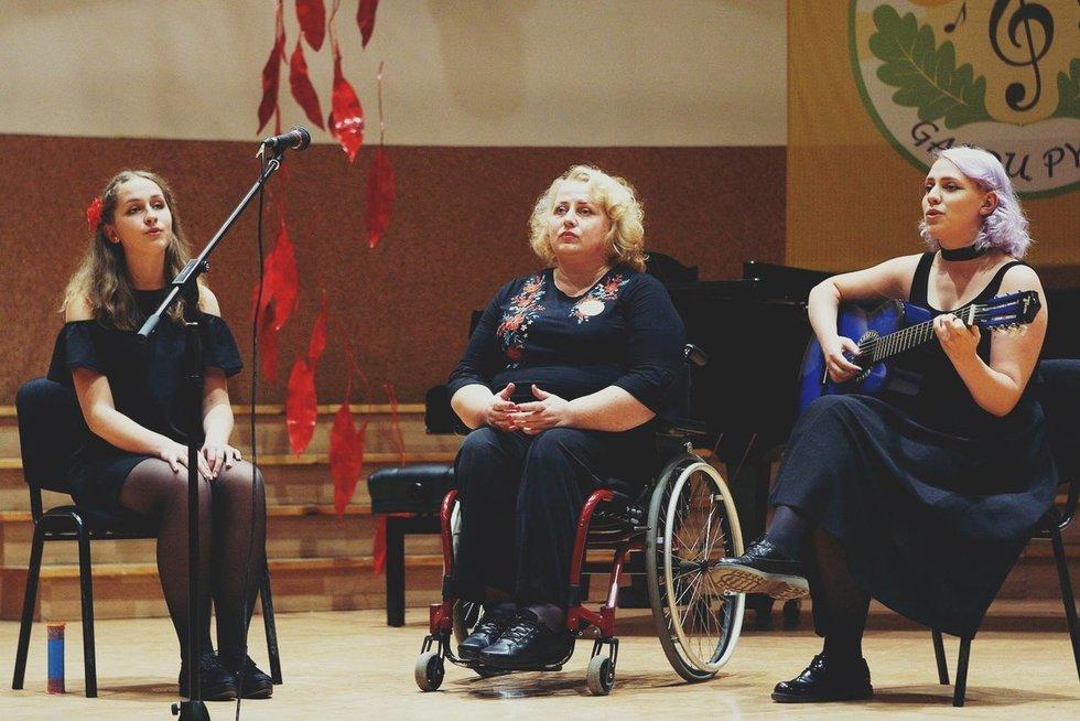 Svetlana Rybakienė scenoje su dukromis. (nuotr. asm. archyvo)