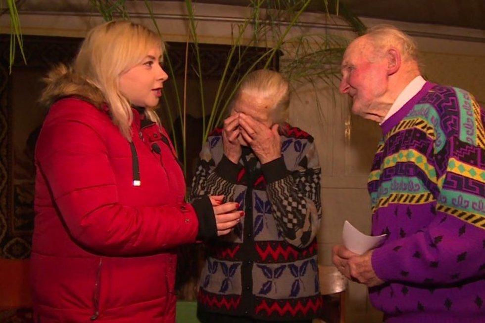 """""""TV pagalbos"""" žydgarbis: apvogtiems senukams surinkti tūkstančiai eurų (nuotr. TV3)"""