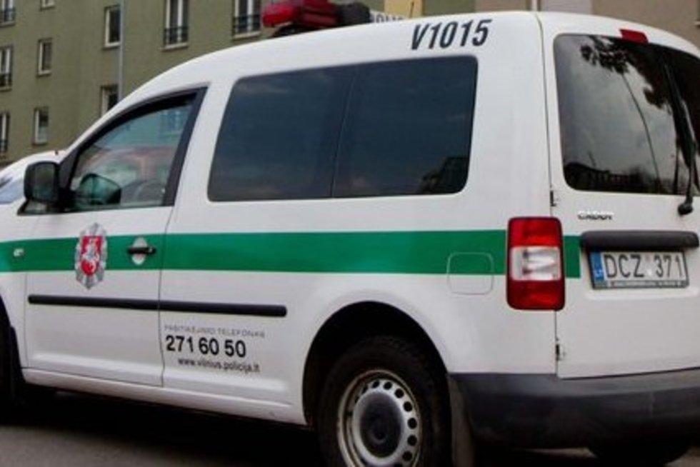Policija prie V. Šapranausko namų (nuotr. Balsas.lt/Ruslano Kondratjevo)