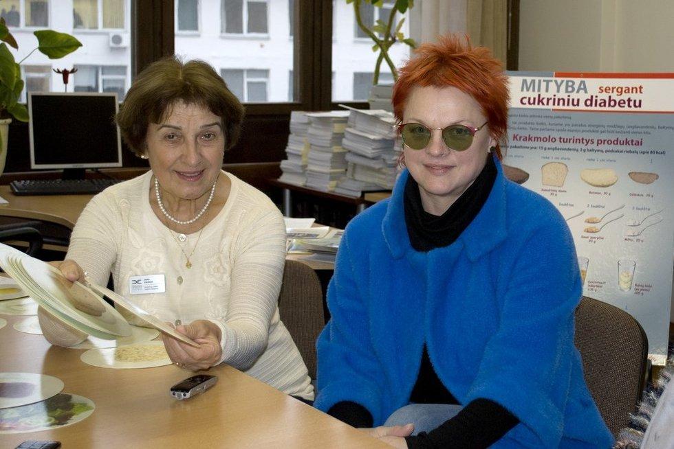 Slaugytoja diabetologė Juzefa Uleckienė (kairėje) ir jos mokinė Vida Navickienė. Nijolės Zenkevičiūtės nuotr.