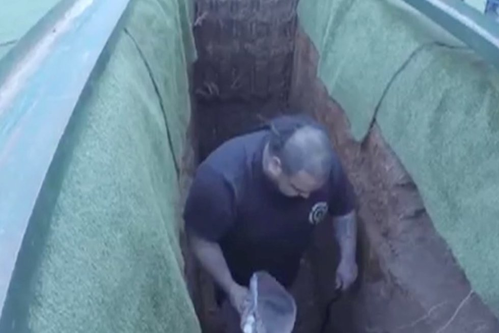 Incidentas laidotuvėse (nuotr. stop kadras)