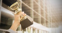"""Išdalyti """"Verslo everestas 2015"""" startuolių apdovanojimai: prizinių vietų laimėtojai orientuojasi net į tris skirtingas kartas"""