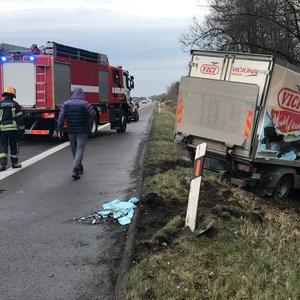 Nemalonus rytas Kaišiadorių rajone: krovininis sunkvežimis rėžėsi į vilkiką