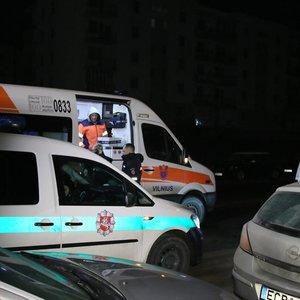 """Nepilnamečių su """"VW Polo"""" gaudynės Vilniuje: apdaužyti automobiliai, vienas paauglys – ligoninėje"""