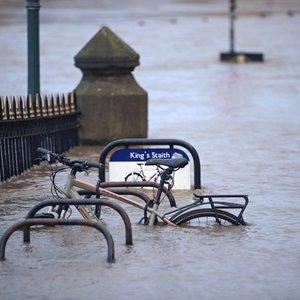 Jungtinėje Karalystėje dėl potvynių kyla pavojus gyvybei: paskelbti griežti perspėjimai
