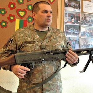 Vasario 16-osios proga – pažintis su moderniausia Lietuvos kariuomenės ginkluote