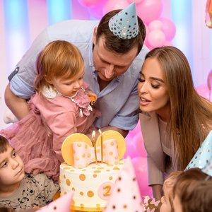 Antrojo dukrelės gimtadienio šventę suorganizavusi Siegel: grįžome namo euforijoje