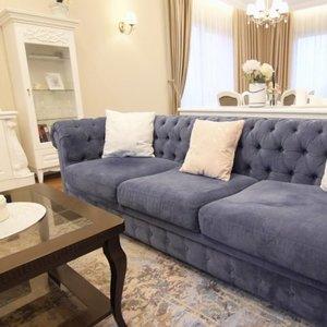 Interjerą jaunai šeimai sukūrusi dizainerė: svarbiausia vientisumas ir baldų išdėstymas