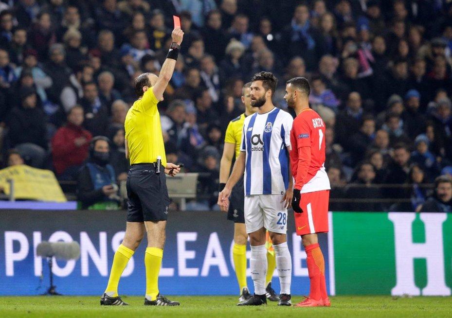 Du žaidėjai išvydo raudonas korteles. (nuotr. SCANPIX)