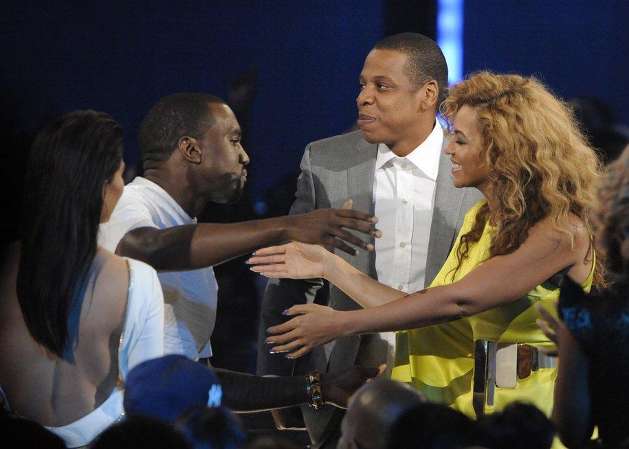 Kanye Westas su Kim Kardashian ir Jay-Z su Beyonce (nuotr. SCANPIX)