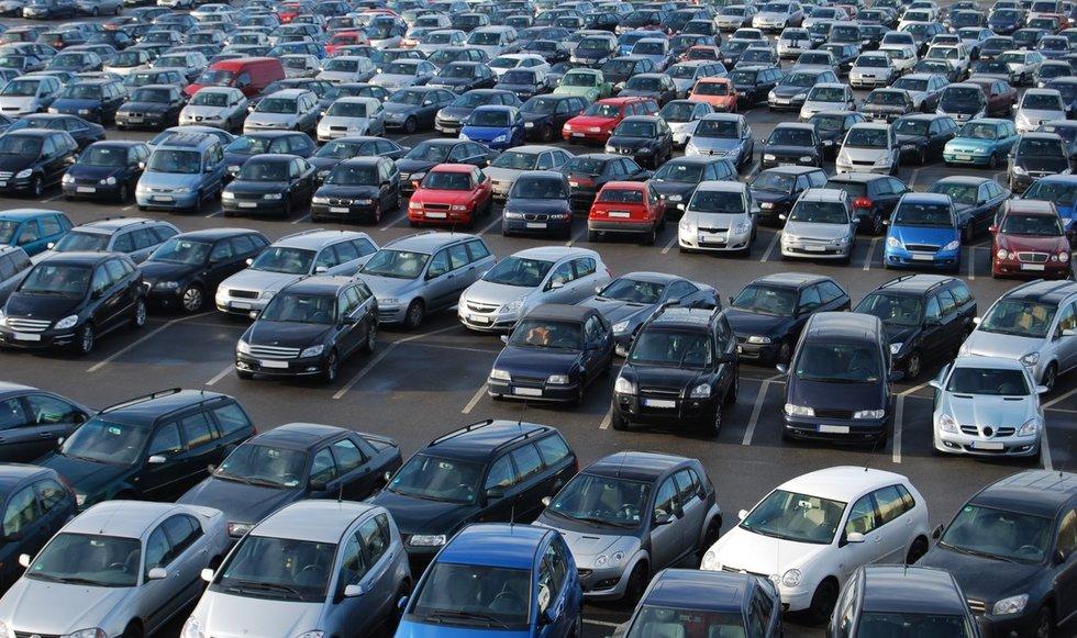 Automobiliųų turgus (nuotr. 123rf.com)